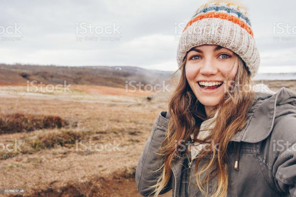 Junge Frau unter Selfie Porträt in Island – Foto