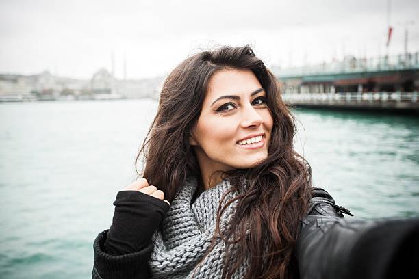young woman taking selfies - turkse etniciteit stockfoto's en -beelden