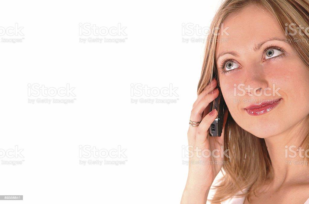 Giovane donna parla al telefono foto stock royalty-free