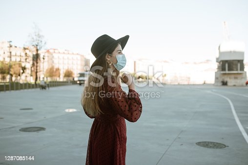 Young woman using a protective face mask during the covid-19 pandemic.