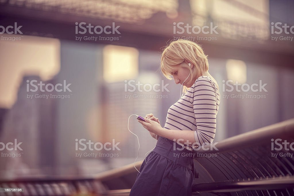 Young woman using a smartphone in Brooklyn Heights royalty-free stock photo