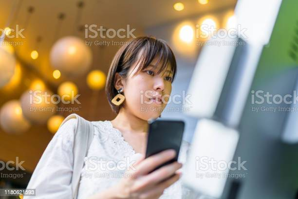 Young woman using digital device at counter picture id1180621593?b=1&k=6&m=1180621593&s=612x612&h=lwd4qfpy4nxmzxm1hfmj5rpxkc9tdr5i5um ktl9is8=