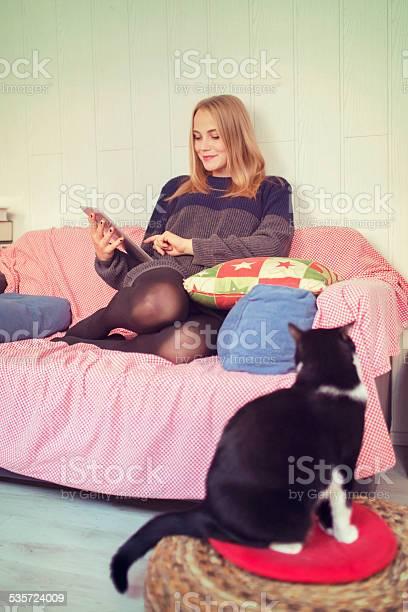 Young woman using digital tablet home comfortable sofa cat picture id535724009?b=1&k=6&m=535724009&s=612x612&h=99dbuwz tdrxdu0 lmqwli6ubkw7f9i2mueqrptdi4o=
