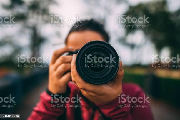 Young woman using dslr camera picture id610847940?b=1&k=6&m=610847940&s=612x612&h= gg7bjjmpybdztzsqgdrrjxguvl60tdhh g4n 90kko=