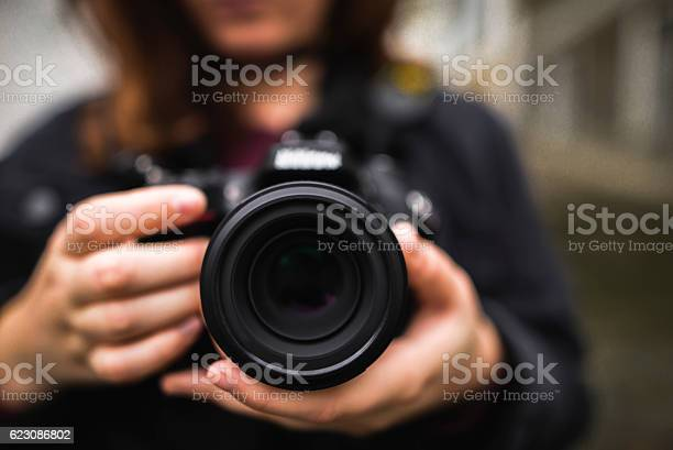 Young woman using dslr camera picture id623086802?b=1&k=6&m=623086802&s=612x612&h=3csyeaj9pljg5f886tn besm4wx7mmmspennghudomc=