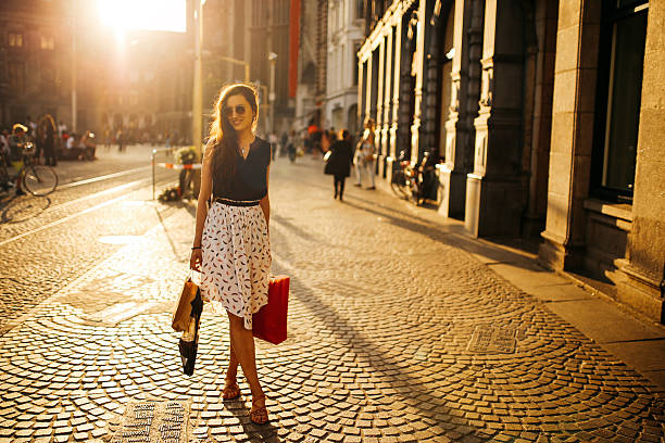 young woman walking and shopping in amsterdam - street style stockfoto's en -beelden