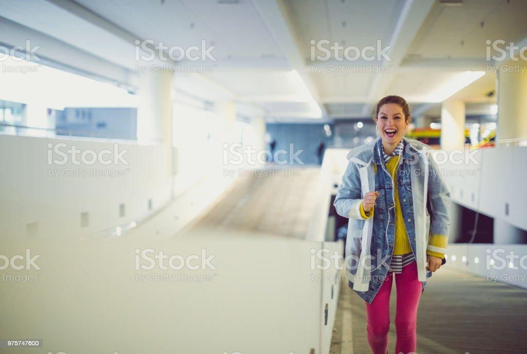 Junge Frau auf der Straße - Lizenzfrei Am Telefon Stock-Foto