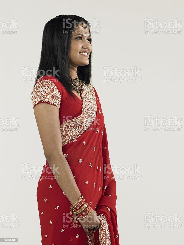 Jovem mulher vestindo um sari foto de stock royalty-free