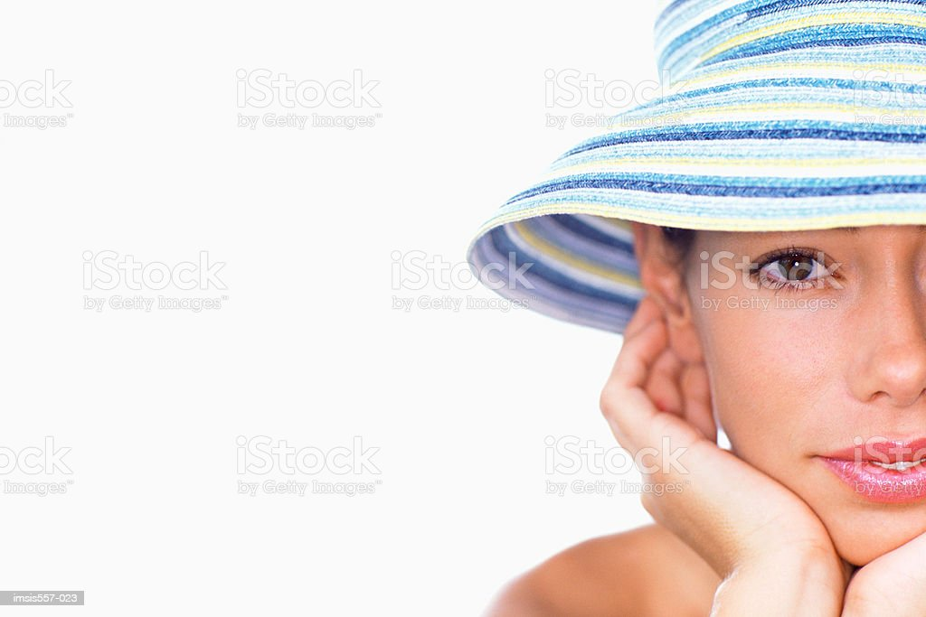 Young woman wearing sun hat foto royalty-free