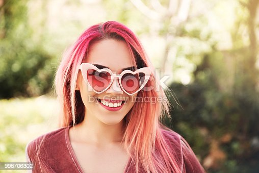 istock Young woman wearing sunglasses 998706302