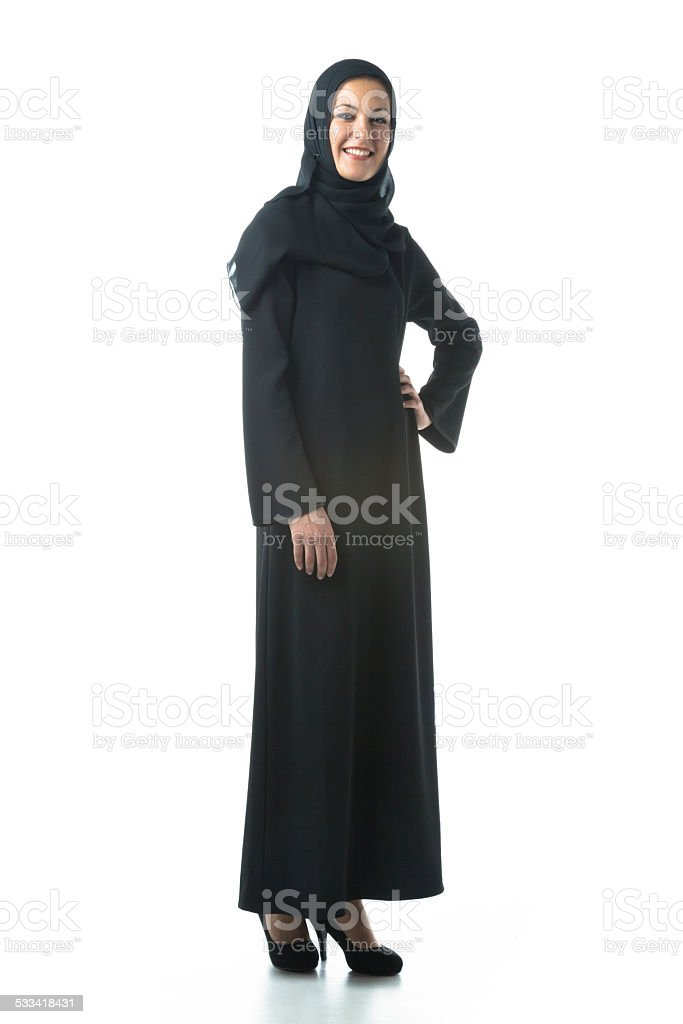 814e80502 Mujer Joven Usando Ropa Tradicional Árabe Foto de stock y más banco ...