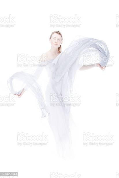 Junge Frau Die Durch Leichte Gewebe Winken Über Weiße High Key Stockfoto und mehr Bilder von Geist