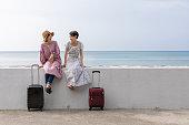 沖縄旅行を楽しむ若い女性