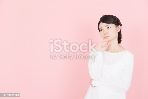 istock Young woman who is troubled 907945230