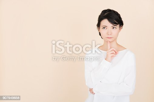 istock Young woman who is troubled 907949658