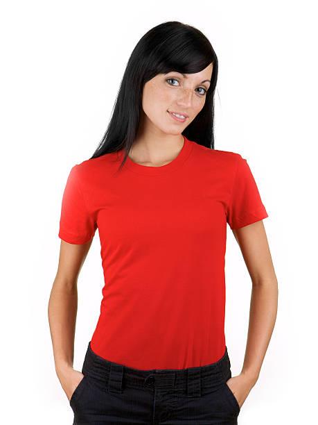 junge frau mit leeren roten hemd - rotes oberteil stock-fotos und bilder