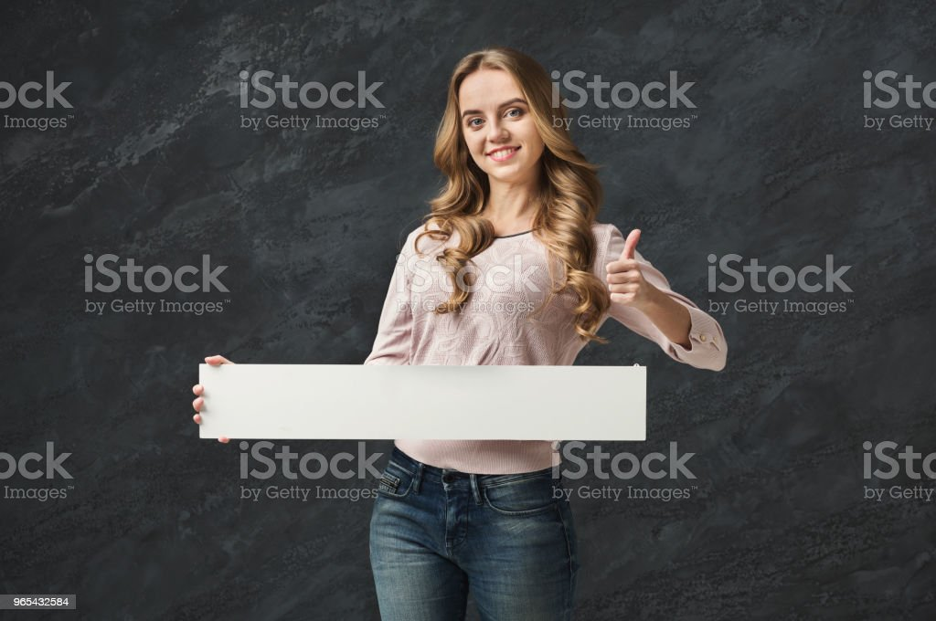 Young woman with blank white paper zbiór zdjęć royalty-free
