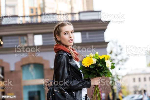 Young woman with bouquet of flowers picture id918861246?b=1&k=6&m=918861246&s=612x612&h=utlicuryanghqdhtafha39qdntmigfcmys7ny45lhje=