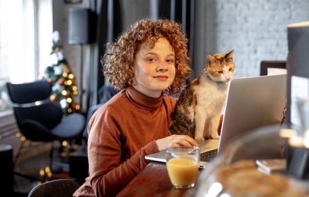 Young woman with cat using laptop picture id1196213307?b=1&k=6&m=1196213307&s=612x612&w=0&h=5ebjqlz4chalkqgj8vp ihbejhbc0oc1 zh vvsbgt0=