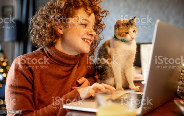 Young woman with cat using laptop picture id1217462491?b=1&k=6&m=1217462491&s=612x612&h=br x5wsrli2chqw hs1rrsyoszpgncz6x21psdna3i4=