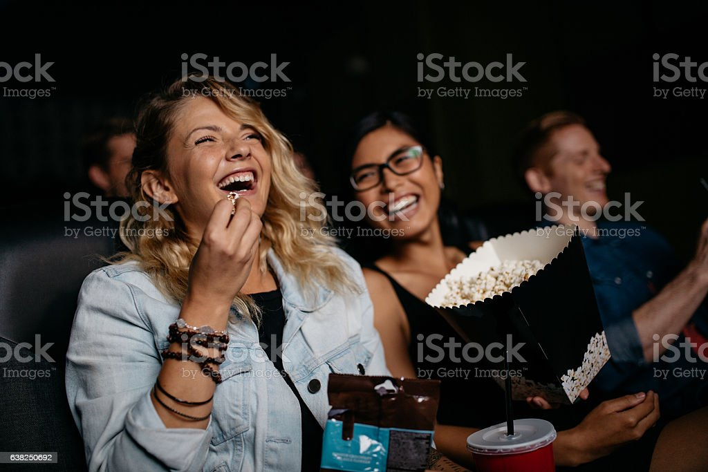 Young woman with friends watching movie – Foto