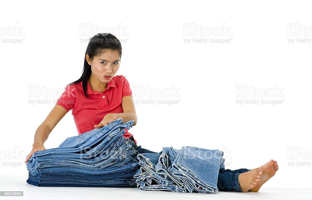 젊은 여자 자신의 jeans 컬레션 royalty-free 스톡 사진