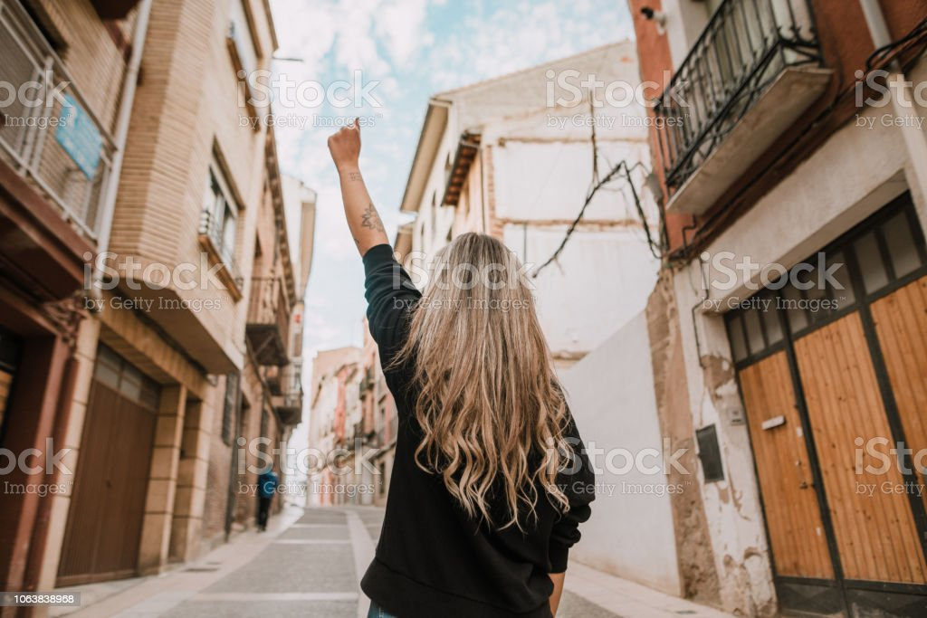 Young woman with high fist - foto stock