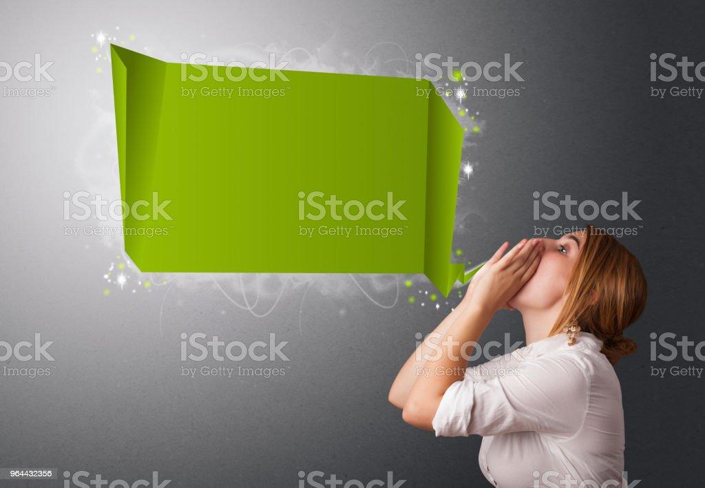 Jovem mulher com bolha do discurso moderno - Foto de stock de Adulto royalty-free