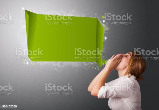 Foto de Jovem Mulher Com Bolha Do Discurso Moderno e mais fotos de stock de Adulto