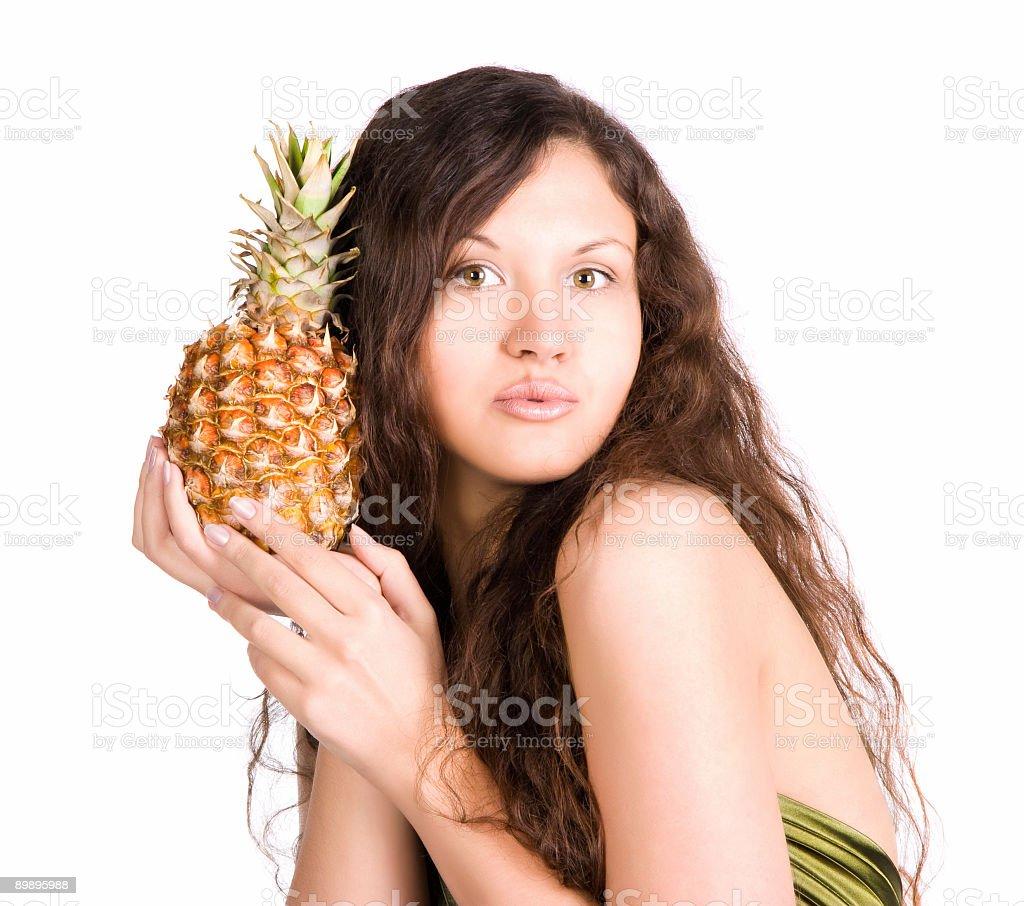 Молодая женщина с ананасом Стоковые фото Стоковая фотография