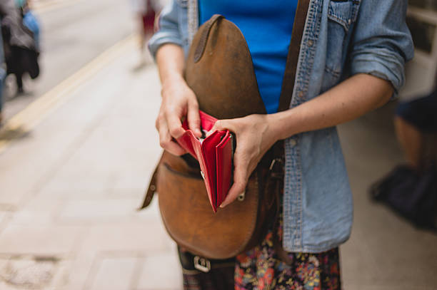 Young woman with purse in the street – Foto