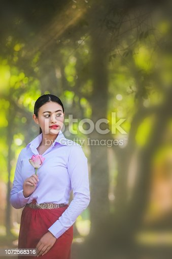 istock Young woman with rehearsal style Thai style. 1072568316