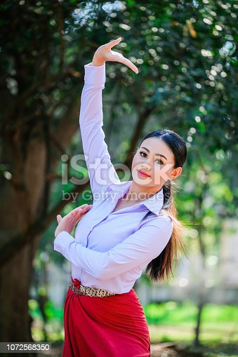istock Young woman with rehearsal style Thai style. 1072568350