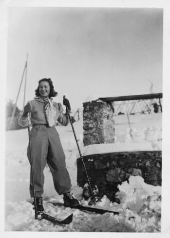 Young woman with ski.
