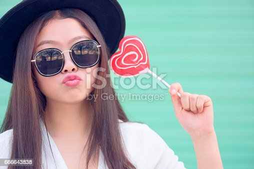 529664088istockphoto Young woman with sweet valentines day. 666643838