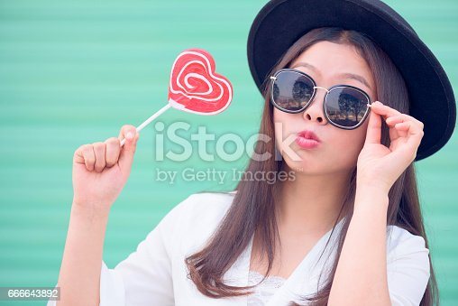 529664088istockphoto Young woman with sweet valentines day. 666643892