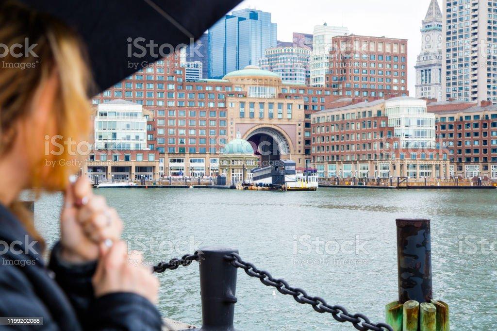 Jonge vrouw met paraplu - Royalty-free 20-29 jaar Stockfoto