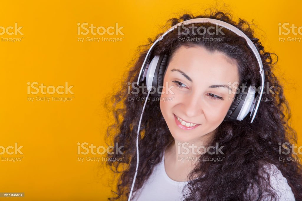 Young woman with white headset, listening music foto stock royalty-free