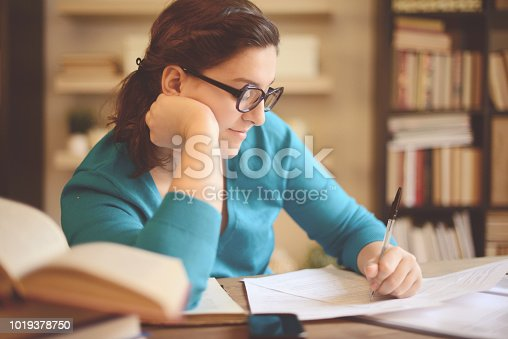 521911045istockphoto young woman working at home (literature) 1019378750