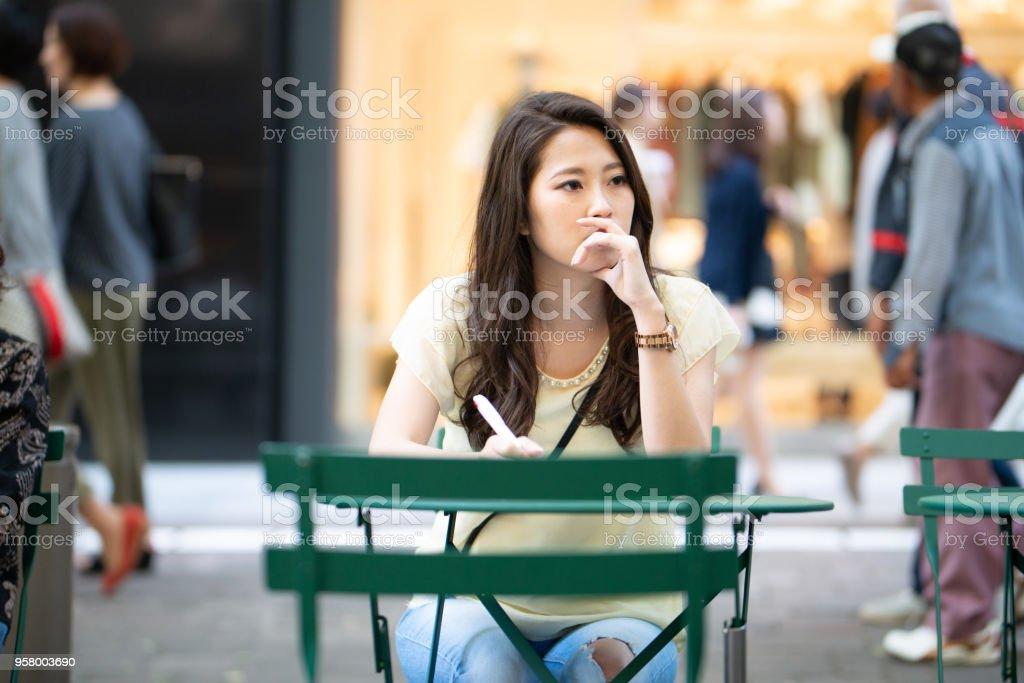若い女性の屋外作業 ストックフォト