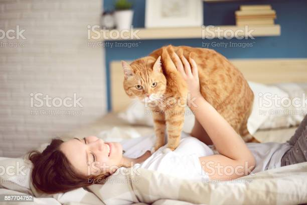 Young women and cat picture id887704752?b=1&k=6&m=887704752&s=612x612&h=5ezgqx jtgfz y2sz5d4xv2uzb1iwtxp8igtack7r8s=