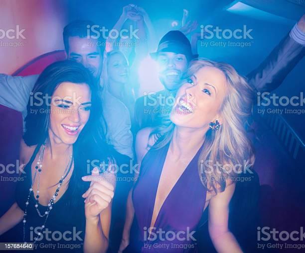 ночной клуб для мужчин и женщин