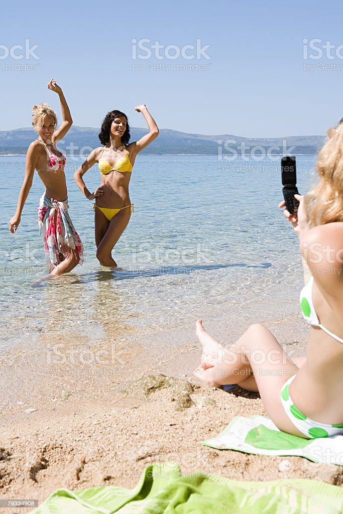 若い女性のビーチ ロイヤリティフリーストックフォト
