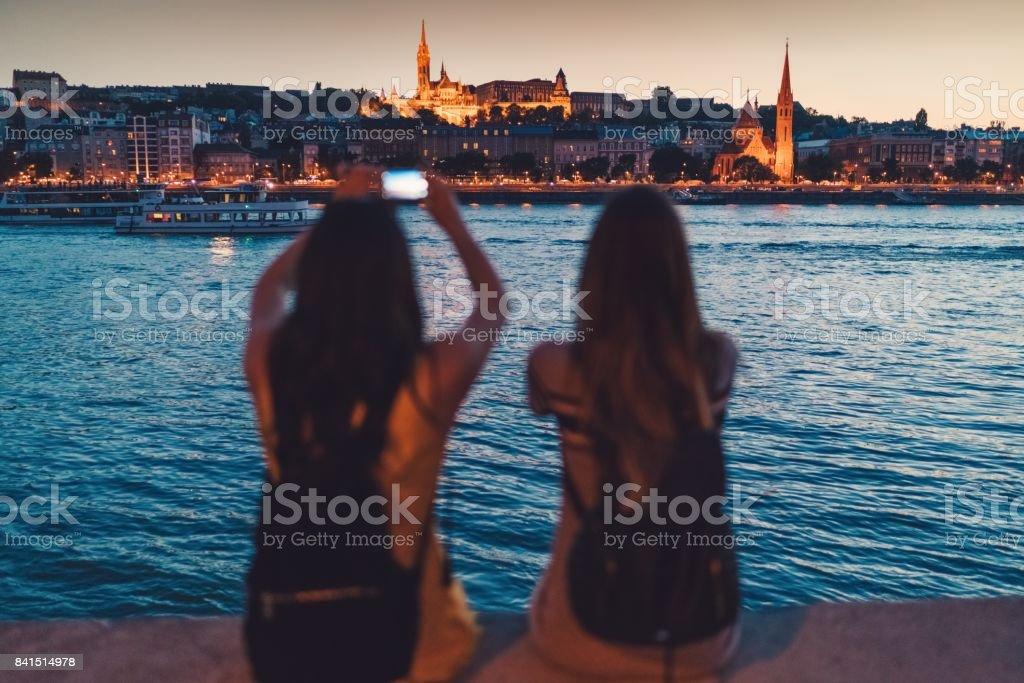 Junge Frauen in Budapest Fotos Lizenzfreies stock-foto