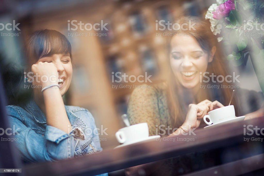 Junge Frauen im Café – Foto