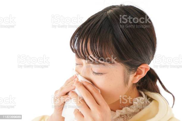 Young women suffer from hay fever allergy picture id1132399689?b=1&k=6&m=1132399689&s=612x612&h=zzdtwrwqe1hgt22w wtxxnyrh1cfhlaylnchuwfu3s8=