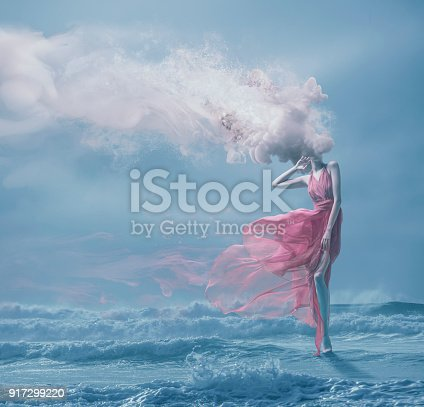 istock Young women with melted head 917299220