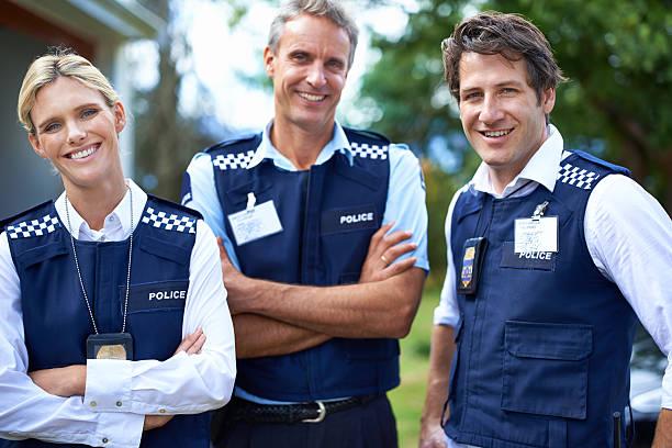 su amable personal local - feliz dia del policia fotografías e imágenes de stock