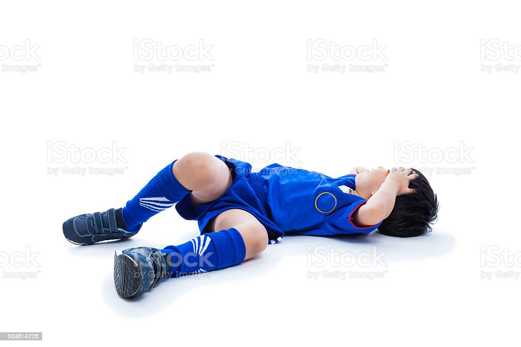 Jovens asiáticos Jogador de futebol com Olho Preto. Isolado no branco. - foto de acervo