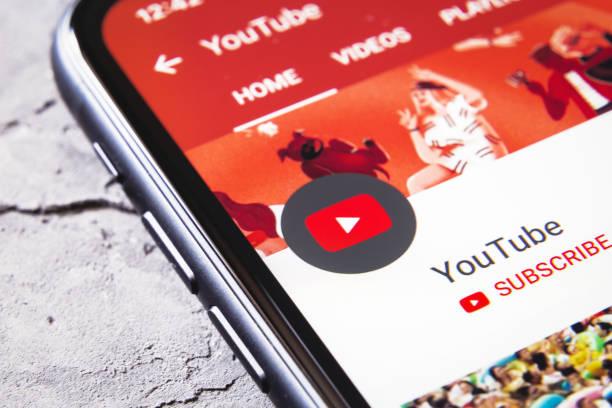 youtube app icon channel on iphone xr - big tech foto e immagini stock